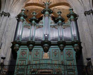 Photo de l'Orgue d'Aix-en-Provence, cathédrale St-Sauveur, buffet contenant l'instrument, côté Evangile